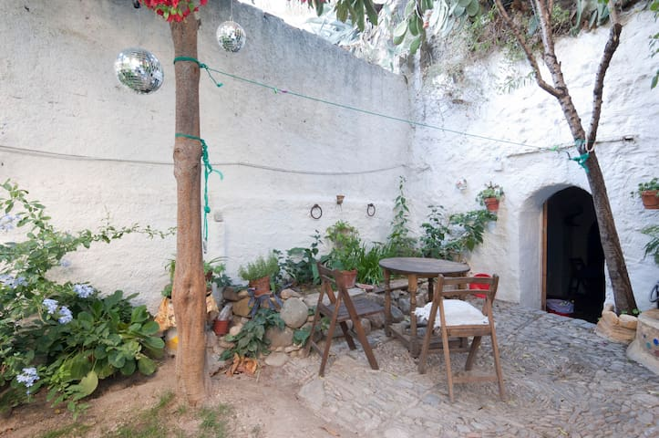 Cave with garden at Sacromonte