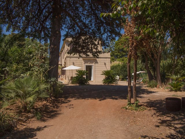 Villa 800 in profumato giardino - Palermo - Apartmen