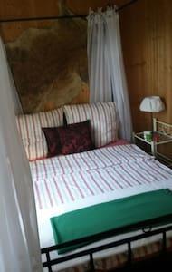 Kleine Jagdhütte am Wald, 2 Räume - Drage