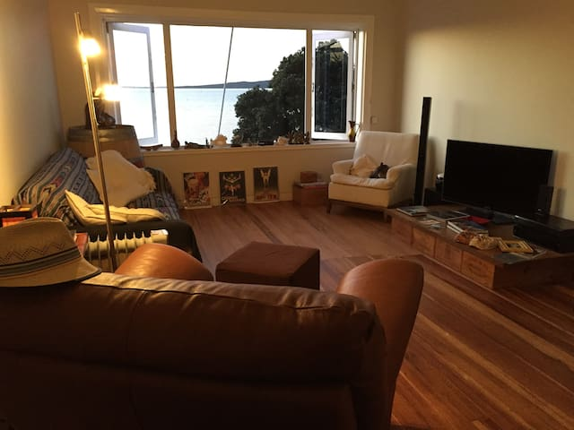 Cozy room right by the beach - Auckland - Apartment
