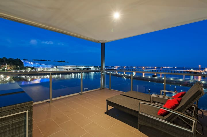 Neptuna - 3 Bedroom Darwin Waterfront Apartment