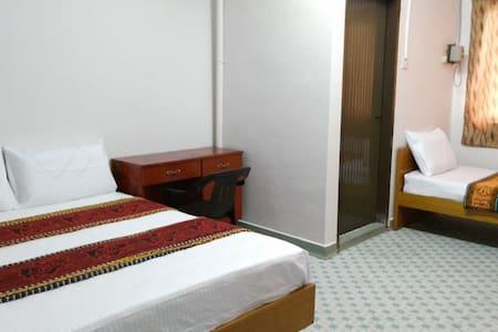 Xing An Hostel Triple Room - Muar - โฮสเทล