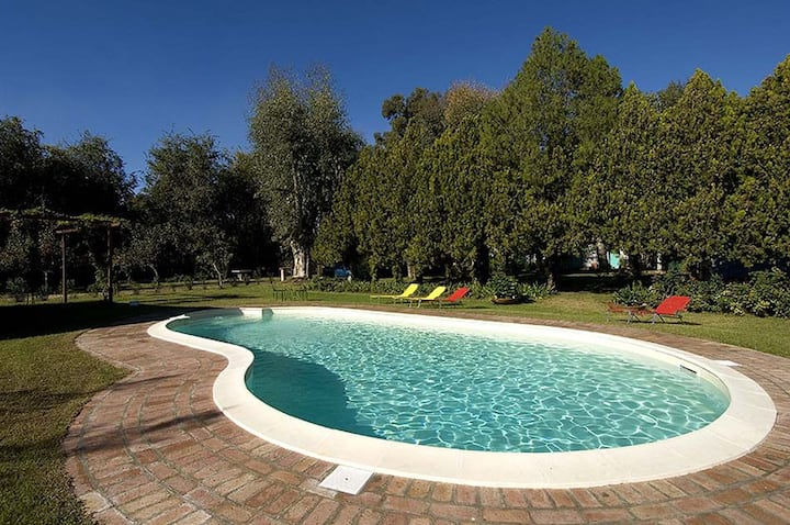 Relax in the country between Rome and the seaside