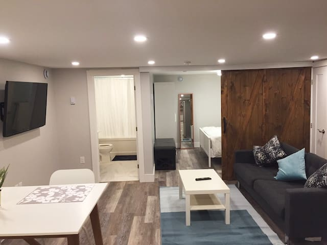 Modern Fresh 1 Bedroom Getaway in Downtown Halifax