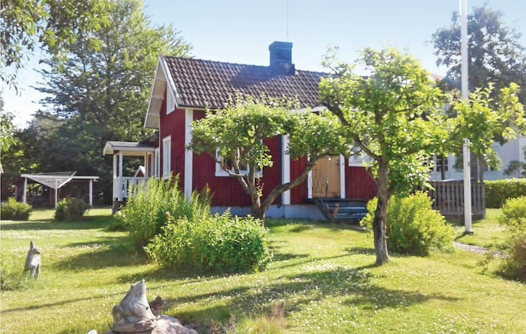 Holiday cottage with 1 bedroom on 65m² in Sjötorp