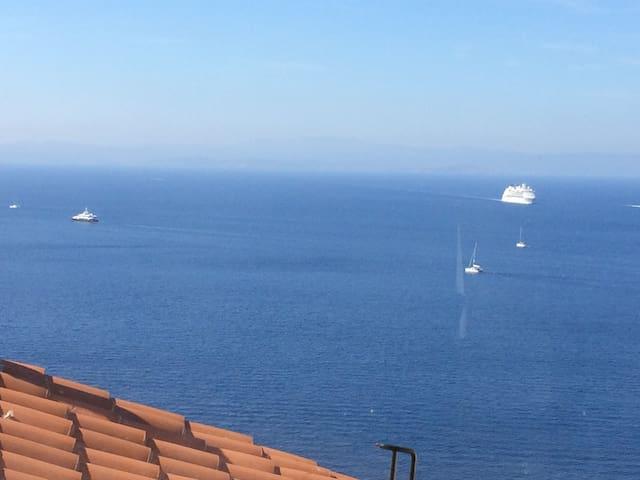 Bonifacio appartement sur la falaise vue mer