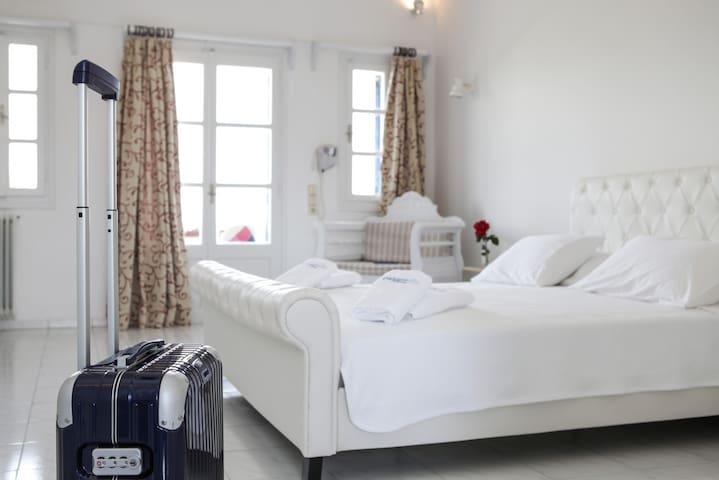 Maistros Village Hotel Superior room - Karterados - ที่พักพร้อมอาหารเช้า