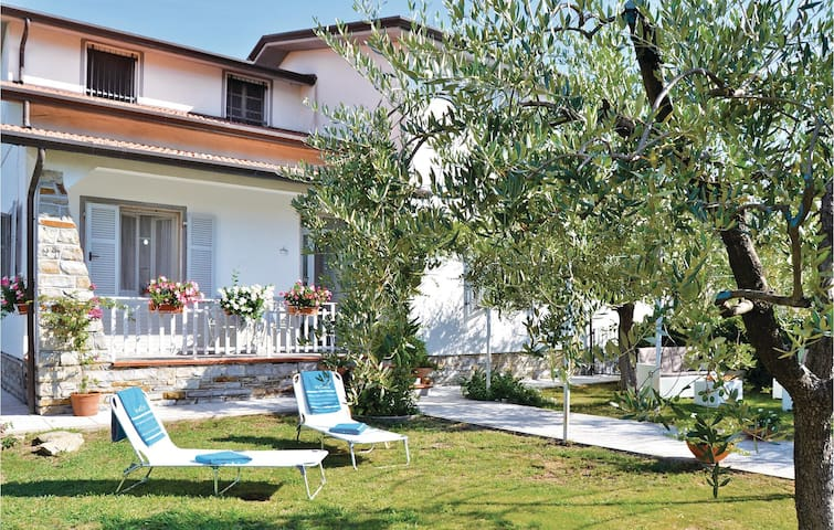 Semi-Detached with 2 bedrooms on 90 m² in S.Stefano Magra SP