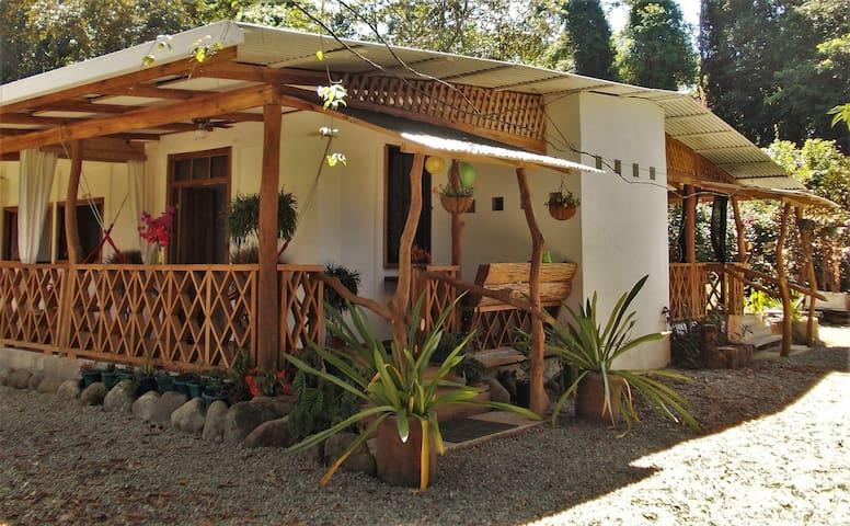 3 in 1 Apartment House (sleeps 10) Beach/Jungle - Puerto Viejo de Talamanca - Haus