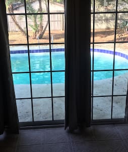 Private room with pool view - Pinellas Park