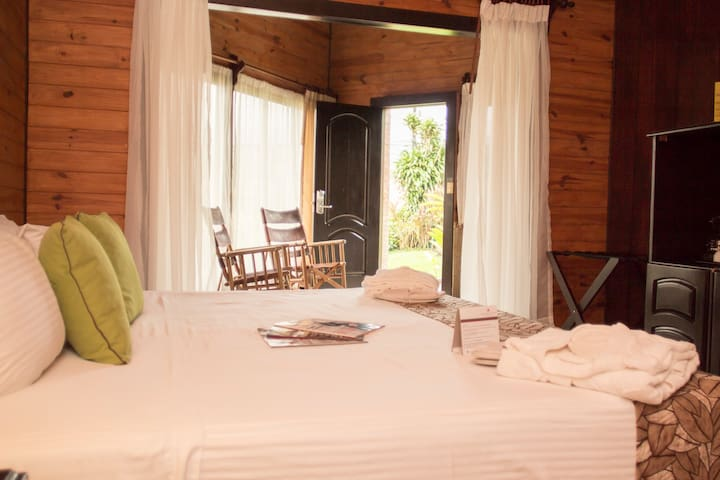 Luxury Bungalow in La Fortuna with jacuzzi - La Fortuna - Bungalou