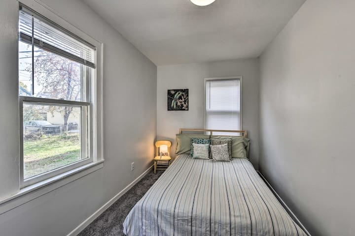 Quaint room in cozy duplex, heart of Powderhorn!