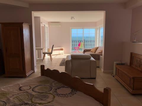 Appartement vue 180° sur la baie de Tina