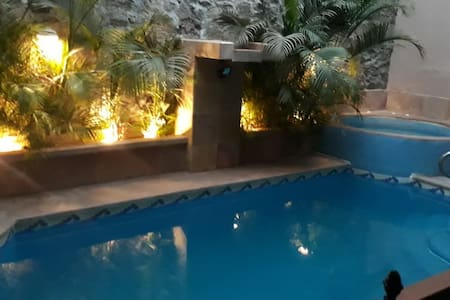 Mi Casa Azul (House with pool and ocean view)