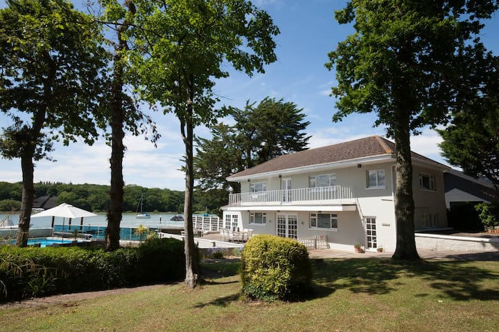 5* waterside luxury boathouse - pool & log-burner
