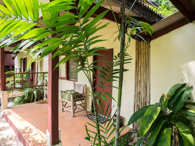 ★ Private Jungle Home, ocean front coworking space
