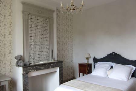 Chambres de Charme au bord de l'EStey - Le Tourne - House