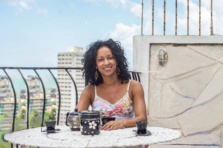 Hola. Soy Mailyn y seré tu anfitriona en la Ciudad de la Habana & Hello. I´m Mailyn an will be your host in Habana City