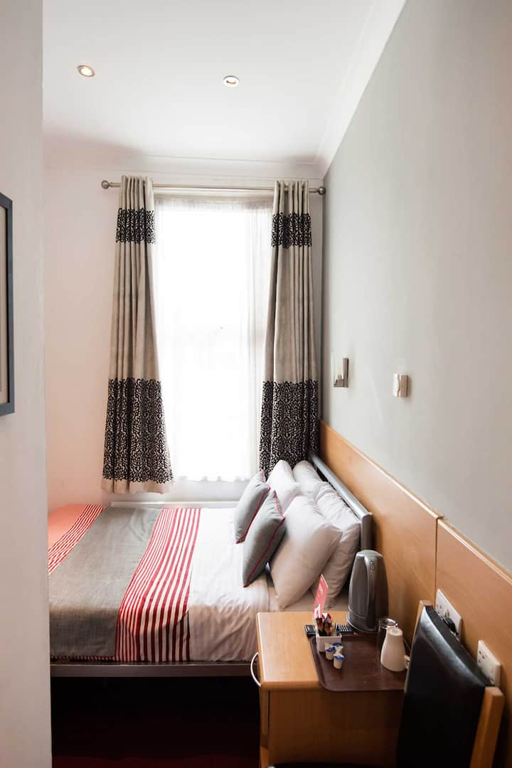 OYO London Guest Room, Deluxe Double Room