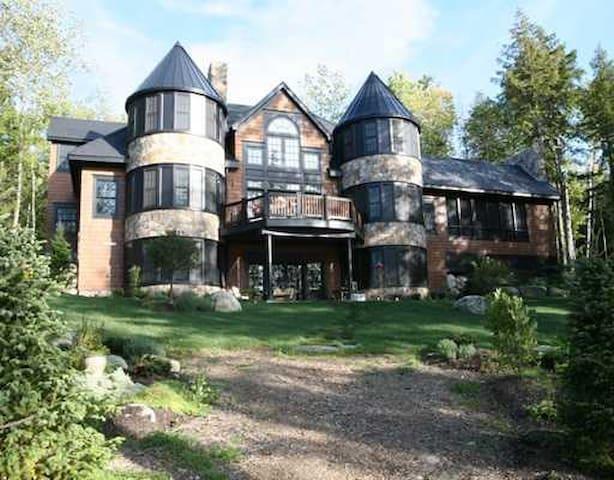 Lakefront Mansion - Great Pond