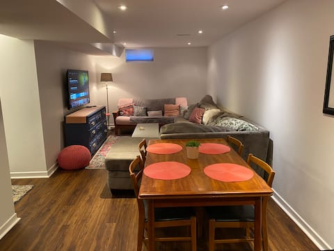 Gorgeous Private Suite with Bar, Nice Reno Near DT