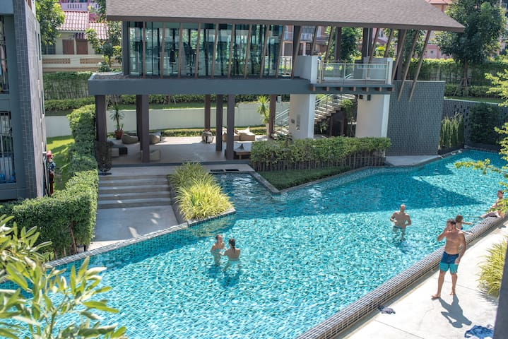 ➽Luxurious DCondo CMU★PoolView You'll love it here