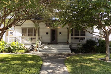 Craftsman Style Bungalow in Southtown - ซาน อันโตนิโอ