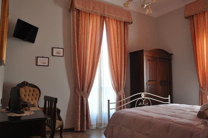 B&B Villa Del Poeta Camera Doppia - Bagno Privato - Sulmona - Bed & Breakfast