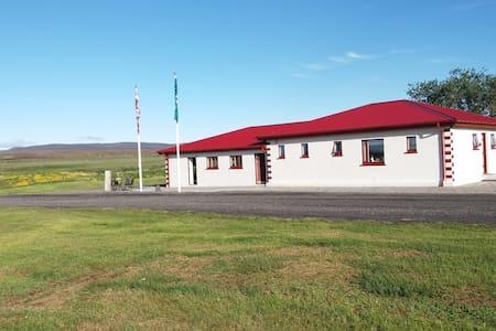 Highland Northern Lights 1 - Grimstunga Guesthouse