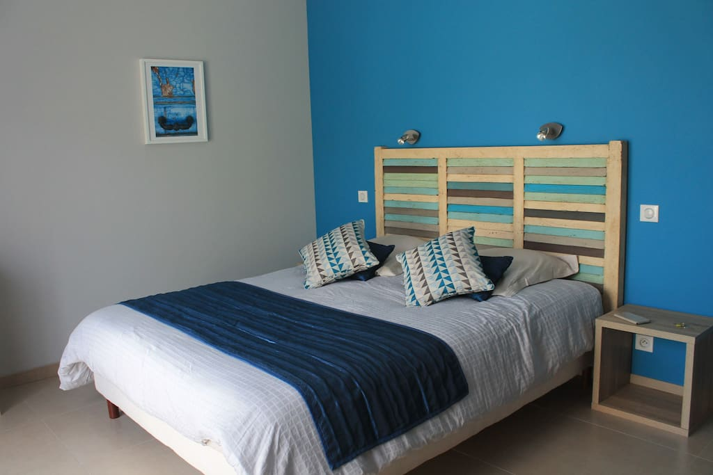 2 chambres d 39 h tes contemporaines chambres d 39 h tes louer puyloubier provence alpes c te d. Black Bedroom Furniture Sets. Home Design Ideas