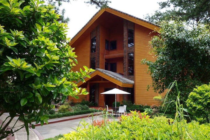 Unit A3, forest cabin, camp johnhay - 바기오 - Wohnung