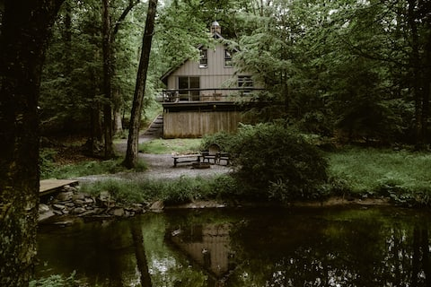 FOX HILL CABIN -Romantic Getaway-Pocono Mountains