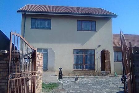 affordable safe  - Johannesburg - Haus