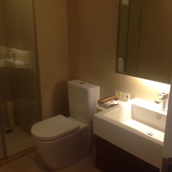 卫生间暖和,干净清爽