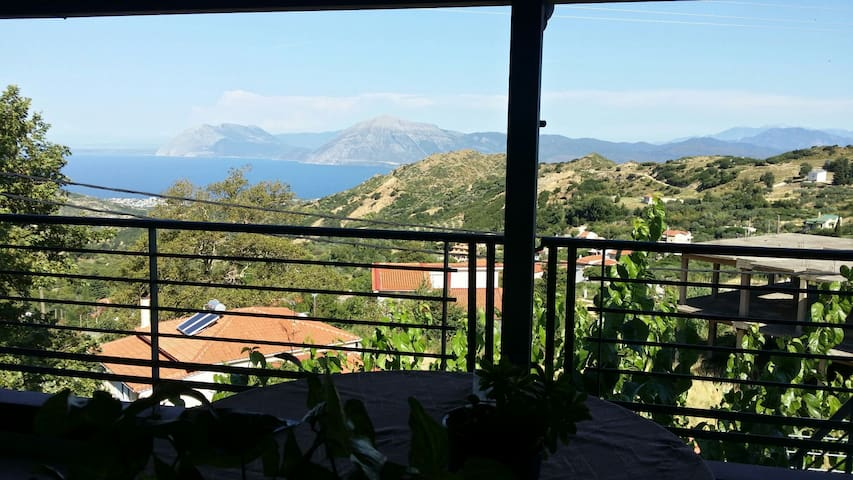 Amazing View! Charming Apartment! - Ano Kastritsi - Apartamento