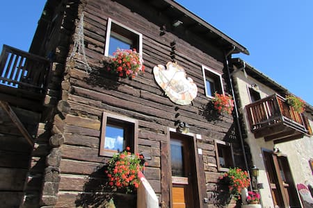 Apartment in a typical chalet - Livigno - Huoneisto