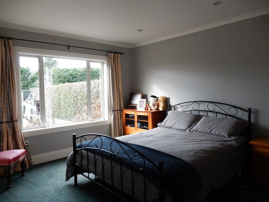 Queen Bed in spacious sunny room