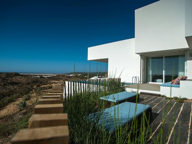 Stunning beach Villa Carrapateira - Carrapateira - Huis