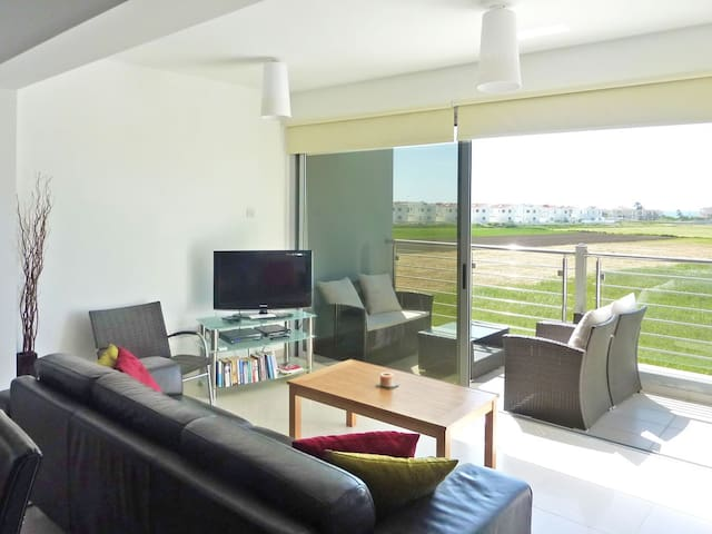 Quiet luxury 2bed/WiFi/rooftop/pool - Perivolia - Apartment