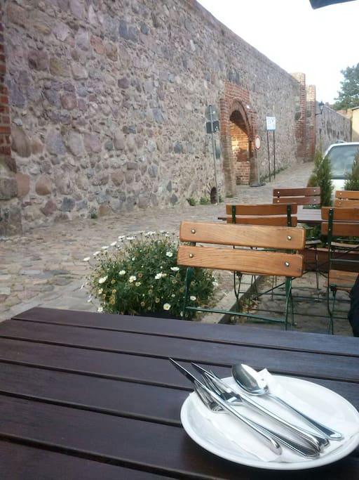 Geschichte und Gastronomie...das Webertor an der Templiner Stadtmauer, mit leckerer italienischer Küche...