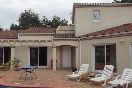 Villa style provencial de 200 m² - Couffouleux