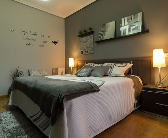 CÓMODA, ESPACIOSA Y DESAYUNO COMPLETO INCLUÍDO - Lugo de Llanera - Lägenhet