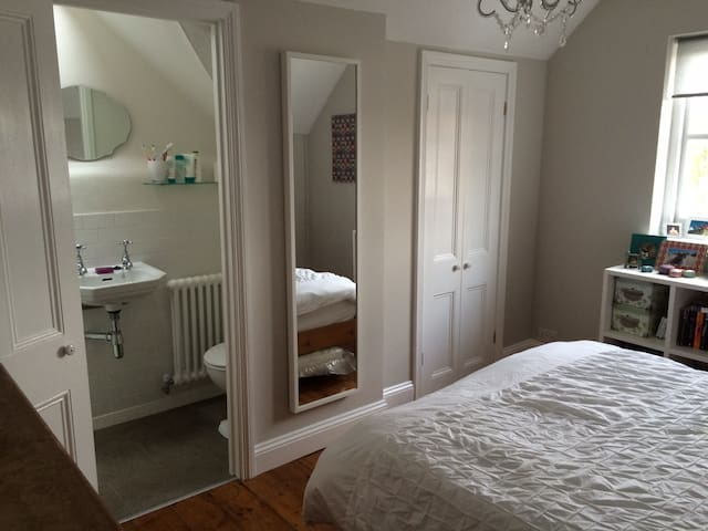 Beautiful double room with ensuite - London - Rumah