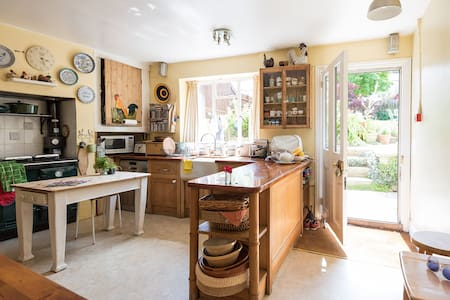 Large, Victorian house in the heart of Cowes.  Easy access to ferry ports, yacht clubs, high street shops, pubs and restaurants.  Fabulous, convenient location, ideal for families, crews and large groups!  Perfectly located for all Island activities!