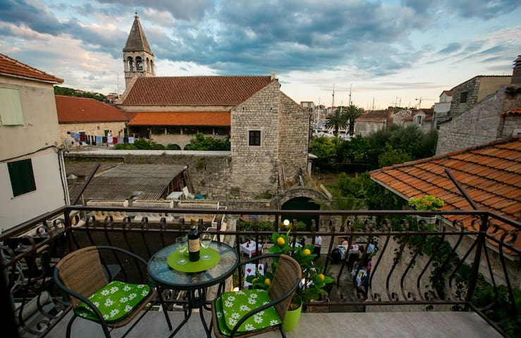 Old town center Trogir - free parking