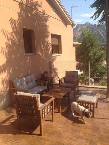 Casa con vistas a Montserrat - Collbató