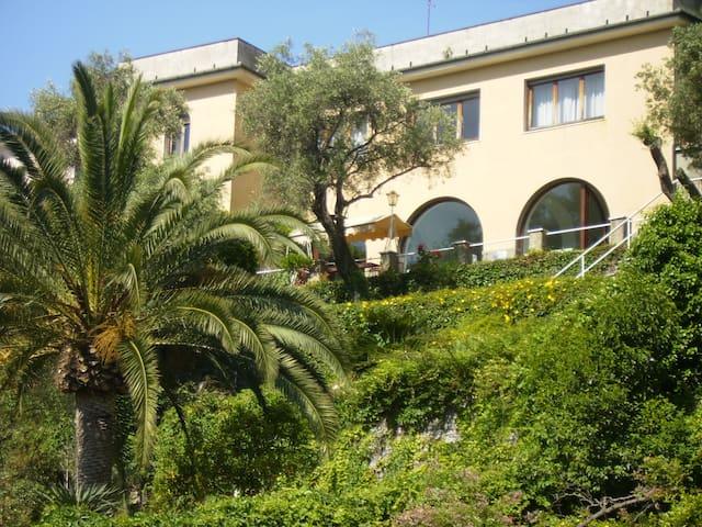 Villa de 600 'au centre du golfe de Tigullio - Zoagli - Villa