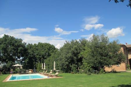 Farmhouse with pool (Maggiorana)