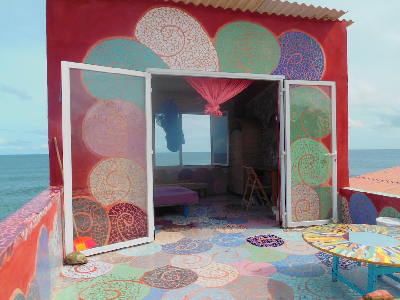 chambre dans maison d'artiste sur terrasse