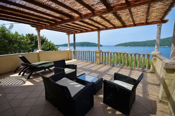 A spacious 4-star seaside apartment (1) - Molunat - Apartment